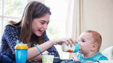 babysitter-feeding-baby-85d906.jpg