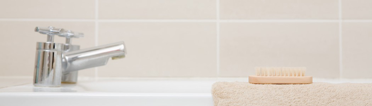Bath tub and towel.