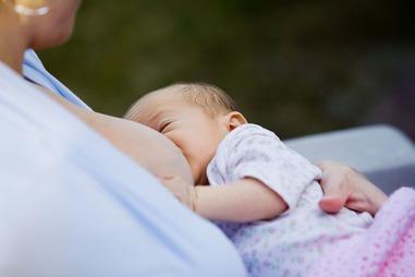 Breast feeding au