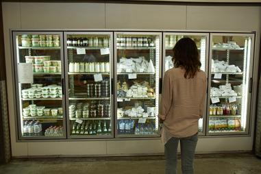 Убедитесь, что вы знаете, какие продукты следует избегать во время беременности.
